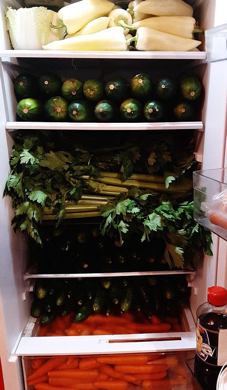 Gemüse in Kühlschrank voll